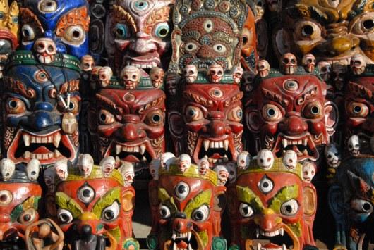 Красочные маски.